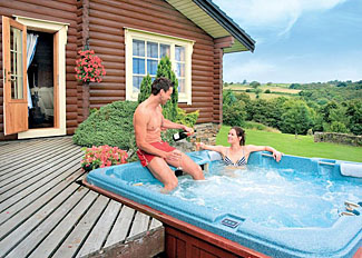 Outdoor hot tub at Aspen Lodge ( Ref LP3665 ) West Yorkshire Holiday Lodges near Ilkley