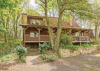Lakeview Lodge ( Ref LP5594 ) at Redbrick Woodland Lodges - Edwinstowe Self Catering Accommodation in Nottinghamshire England