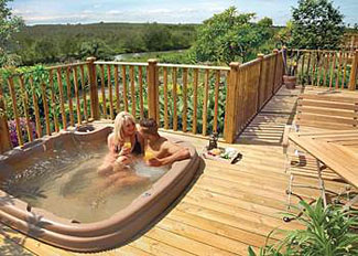 Outdoor hot tub at Oak Deluxe 4 Lodge ( Ref LP7553 ) Ashby Woulds Holiday Lodges Derbyshire