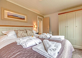 Double bedroom in holiday lodge near Cheddar Gorge Somerset - Axbridge Lodge Premier ( Ref LP7239 )