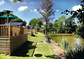Lovely location of Lakeside Elm Lodge ( Ref LP3511 ) at Upton Lakes - Self catering accommodation near Cullompton Devon England