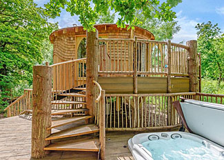 Woodside Bay Treehouse ( Ref LP12333 ) Self Catering Accommodation at Woodside Bay Lodge Retreat Isle of Wight England