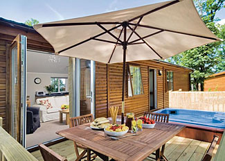 Outdoor area of Churchill Lodge ( Ref LP2892 ) at Bluewood Holiday Lodges in Cotswolds village of Kingham
