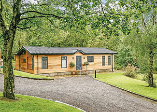 Setting of Amour Deluxe Lodge at Charlesworth Lodges ( Ref LP13929 ) Self catering accommodation in Glossop Derbyshire