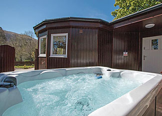Old Mill Lodge outdoor hot tub ( Ref LP12944 ) Self Catering Lodge Accommodation at Glen Clova Scotland