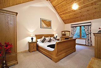 Self Catering Accommodation at Piperdam Lodges Scotland - Bedroom at Muirloch Spa Plus Lodge ( Ref LP1932 )