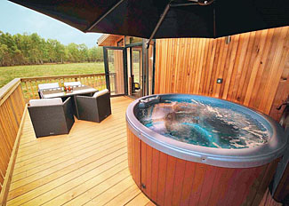 Outdoor hot tub at The Sherwood Hideaway Holiday Lodges Perlethorpe England - Hideaway Lodge 3 ( Ref LP8773 )