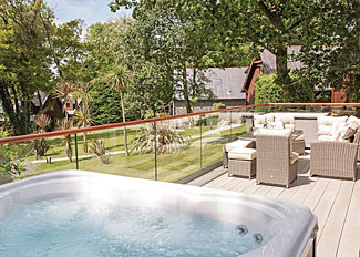 Aubyn Lodge outdoor hot tub ( Ref LP16132 ) at Clowance Estate - Cornwall Holiday Lodges at Praze-An-Beeble
