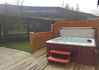 Dovestone Spa Lodge outdoor hot tub ( Ref LP13997 ) Dovestone Holiday Park Greenfield Lancashire