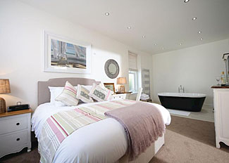 The Suite Apartment bedroom ( Ref LP8419 ) Self Catering Accommodation at Beach Cove Coastal Retreat in Devon England