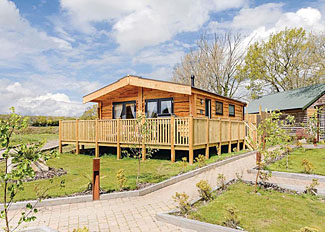 Marwell Lodges Owslebury - Typhoon Lodge ( Ref LP11939 ) Hampshire Holiday Lodge near Winchester England